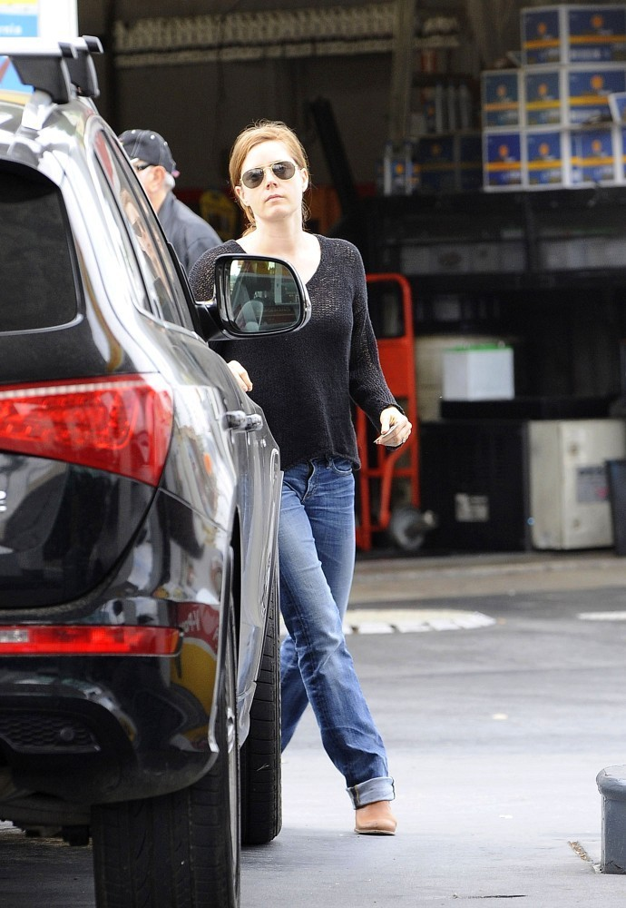Amy+Adams+gets+gas+Ufcyn8IDnhQx