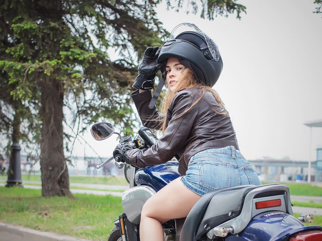 Yamaha VMAX on Ridin'GirlsBlog